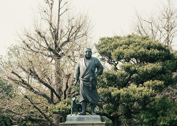 某個人物的銅像很有名?
