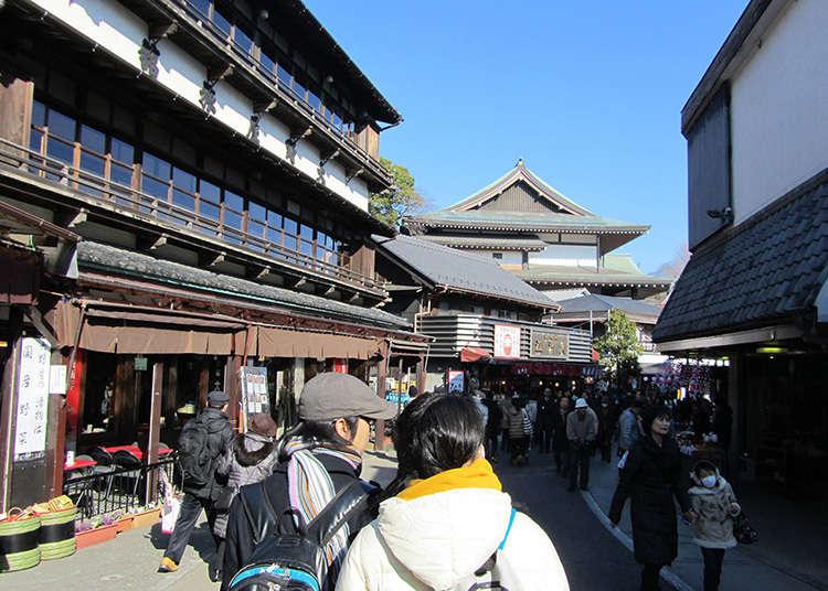 成田山へ続く参道はうなぎの名店街