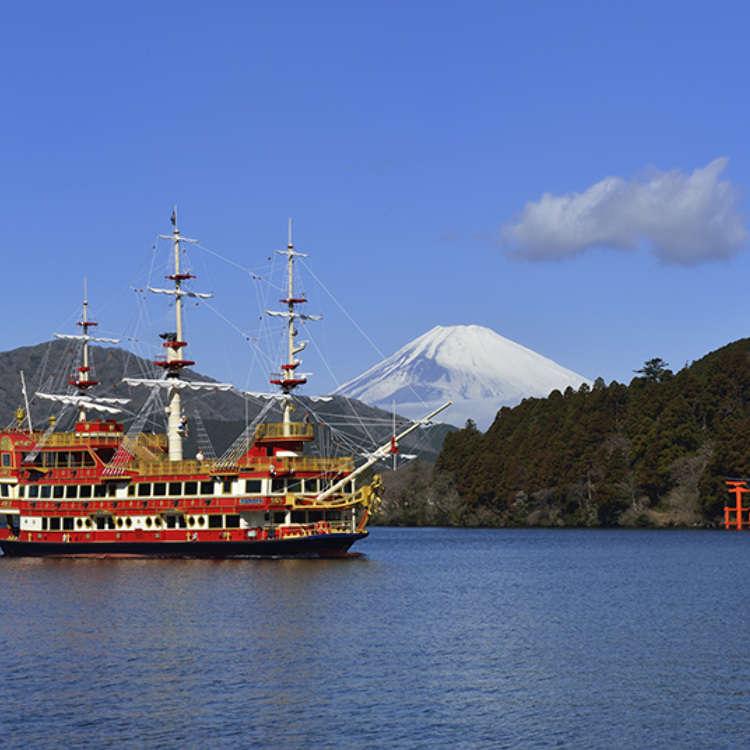 登上豪华的海盗船游览芦之湖