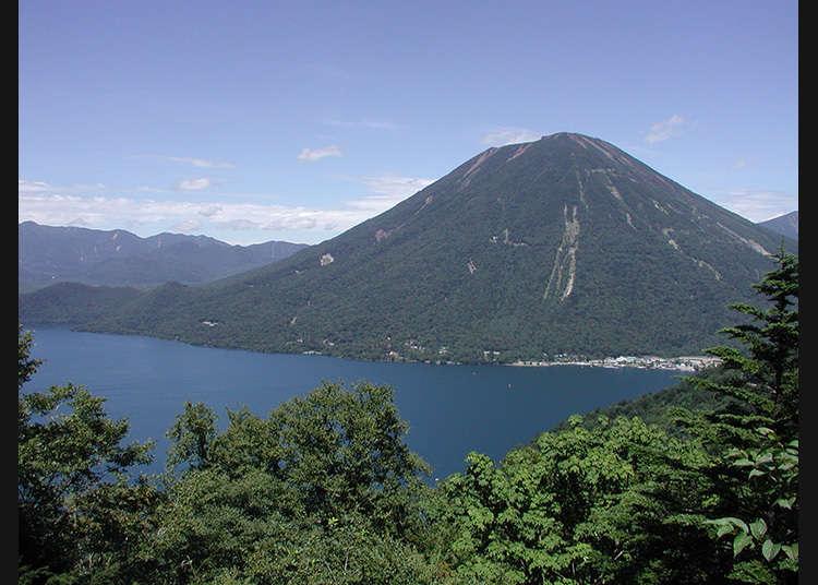 可以享受到各個不同季節面貌的著名水上景點「中禪寺湖」