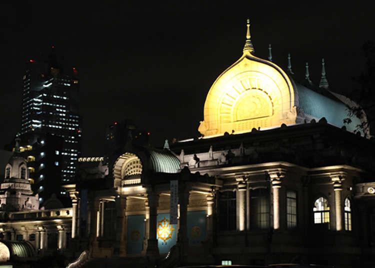 夜晚被灯光照亮的寺庙