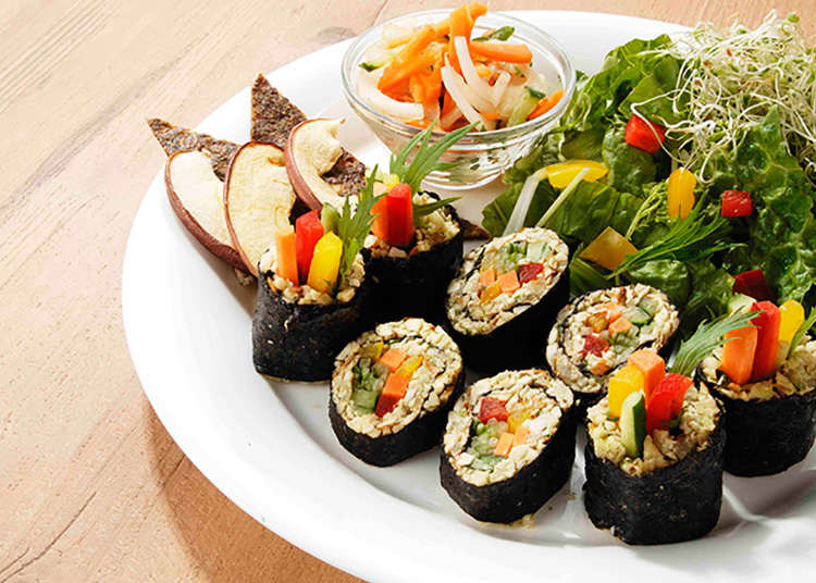 Makizushi (a type of Japanese sushi roll wrapping various fillings) of nuts paste without rice! Tahichian Nonicafe