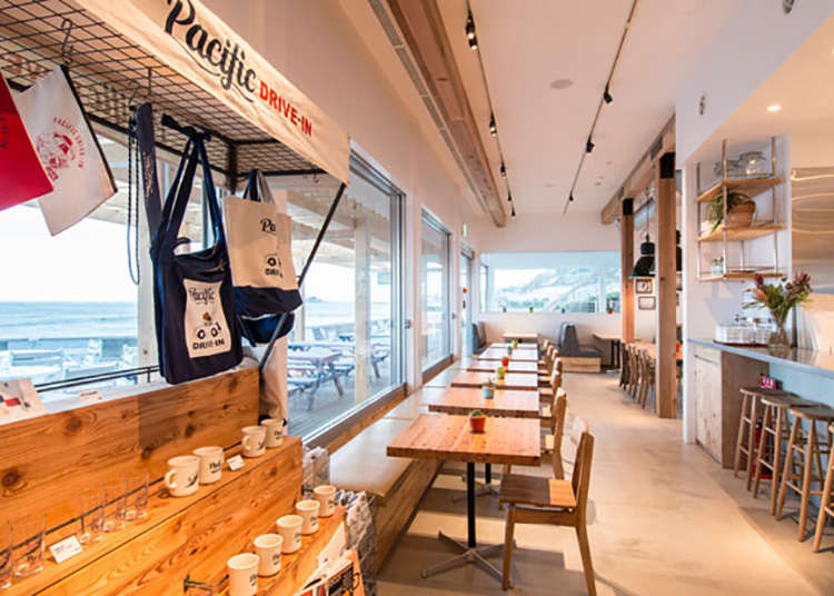 1. Kafe Drive-in Terbuka