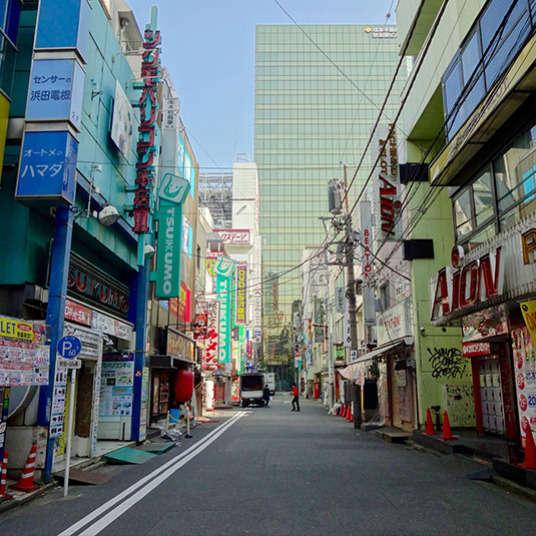 Dalam masa lapang di antara jadual melancong anda! Berjalan di sekitar Akihabara mencari hidangan lazat B-gred.