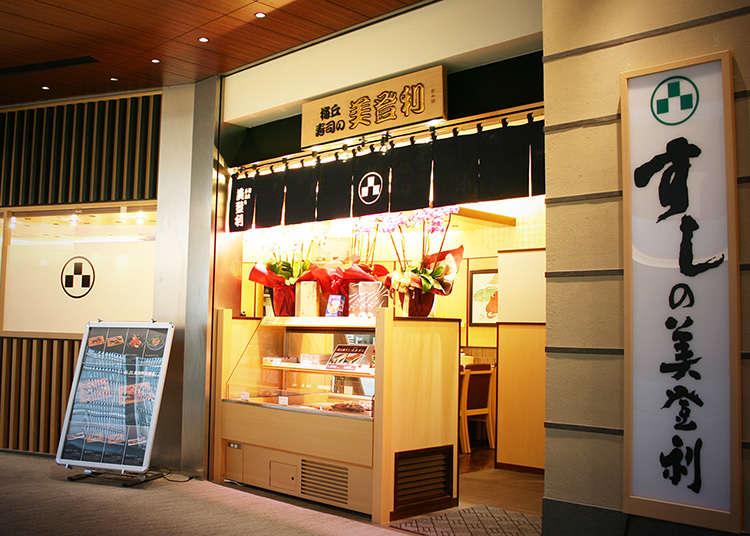 Rasai sushi pada harga yang berpatutan di kedai yang sesak dengan pelanggan
