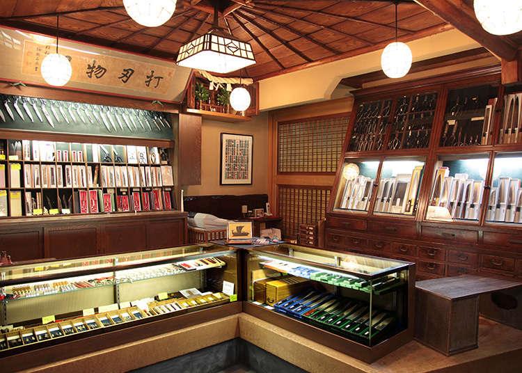 가게 이름에서 자신감이 엿보이는 '우치하모노(두드려 만드는 칼 등의 제품)'의 전통 있는 가게
