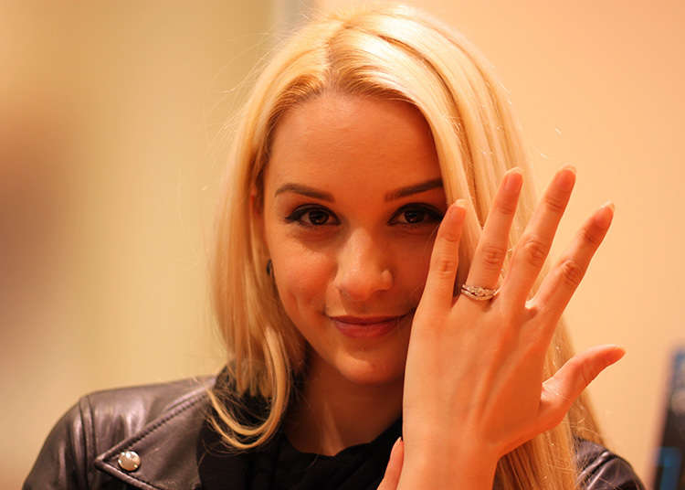An engagement ring with a flexible feeling to it