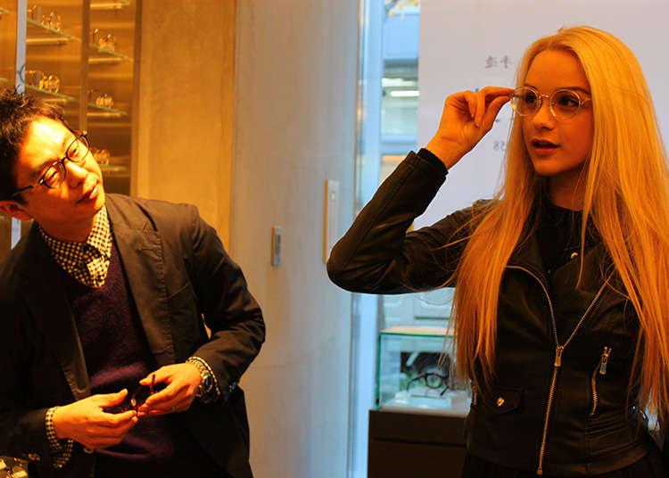 Cermin mata yang turut mendapat sambutan warga asing
