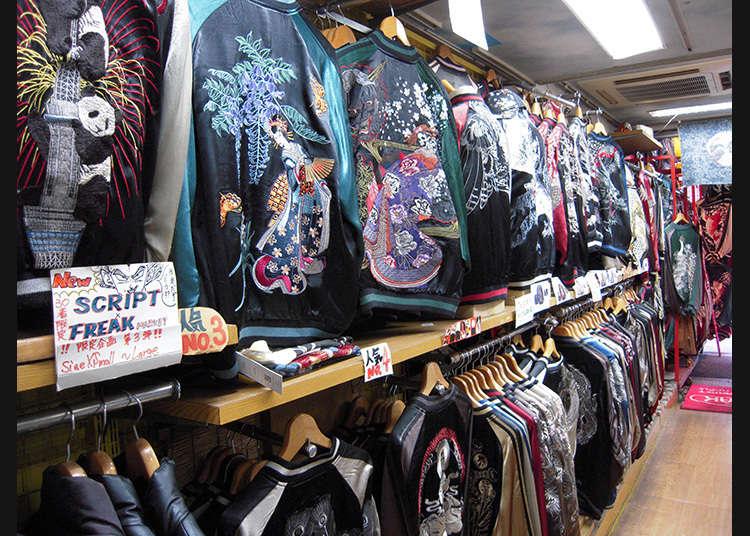印有日式图案的牛仔裤