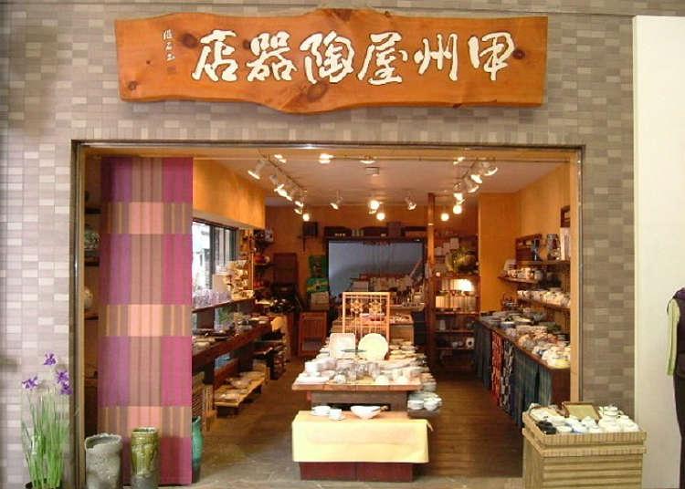 Mencari Peralatan Makan di Koshuyatokiten