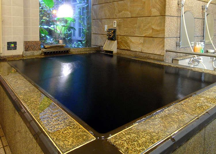 Kolam air panas yang betul-betul berada di hadapan Stesen Kamata