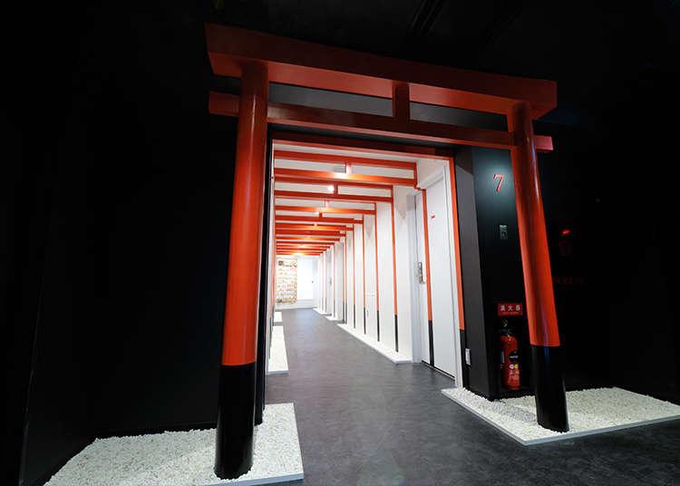 ฟลอร์หน้าโรงแรมที่มีวัฒนธรรมญี่ปุ่นอัดแน่นอยู่เต็มที่