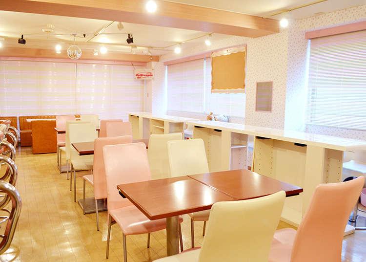 모에 문화를 즐길 수 있는 유명한 메이드 카페로