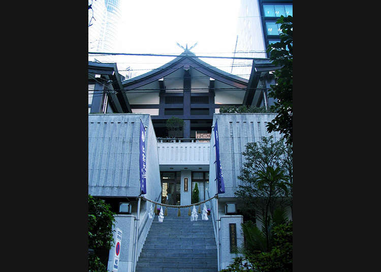 前往出雲大社的東京分祠參拜