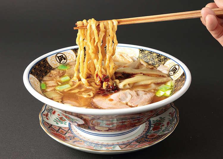 品嚐使用了魚乾湯頭的拉麵