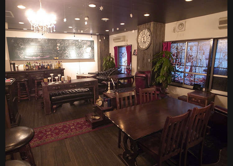 5. Go to the cafe which is popular with fujoshi