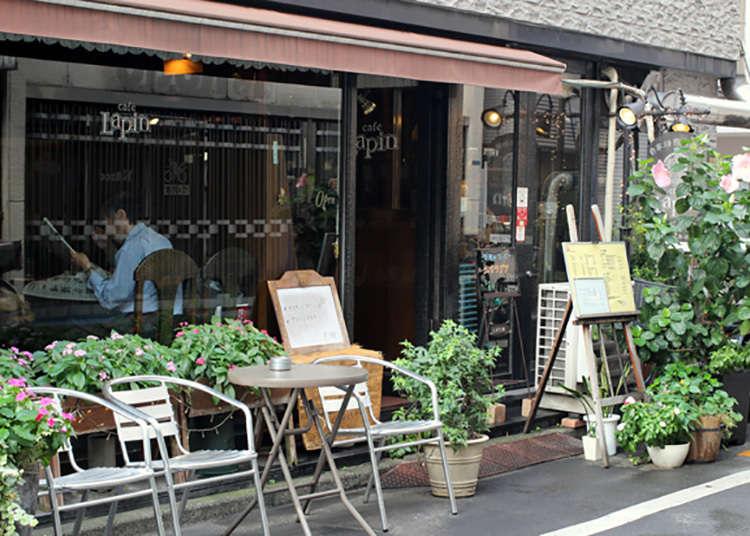 徒歩1分の純喫茶「カフェ・ラパン」へ