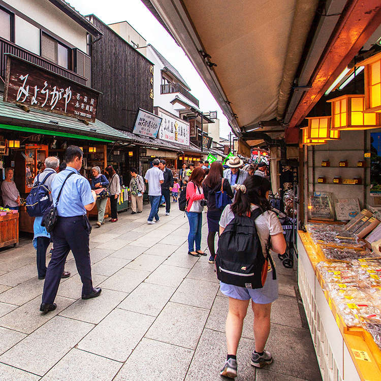 Downtown Shibamata: Travel Back to the Taisho Period