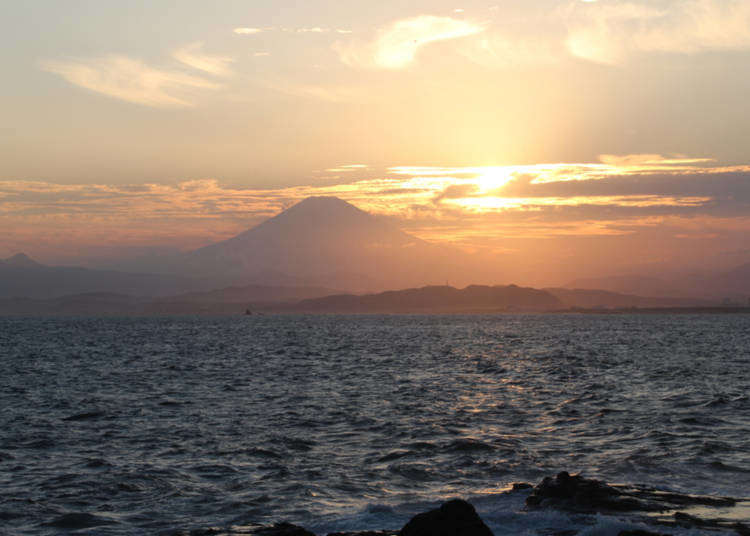 Go on a little trip to see the ocean and take a stroll in Enoshima