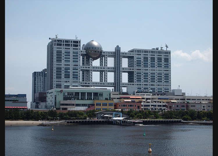 오다이바의 상징이라고 하는 후지티비 전망대에서 도쿄만을 바라보기