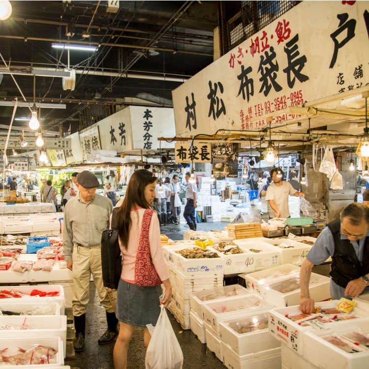 Exploring Around Tokyo's World-Famous Tsukiji Outer Market!