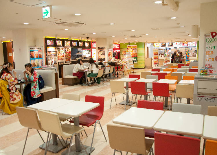 A shopping and gourmet area you can enjoy free of charge