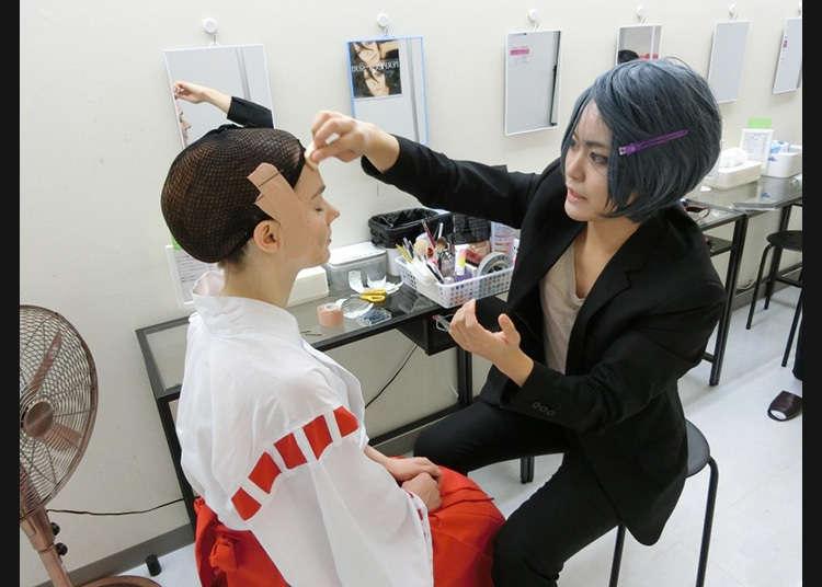 Pita pelekat adalah wajib dalam solekan cosplay