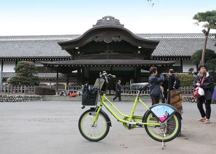 """Melalui """"Kawagoe-jyo Honmarugoten"""" untuk ke Stesen Kawagoe."""