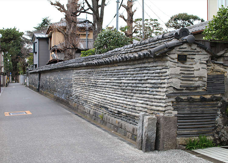 谷中の寺町風情を伝える「築地塀」