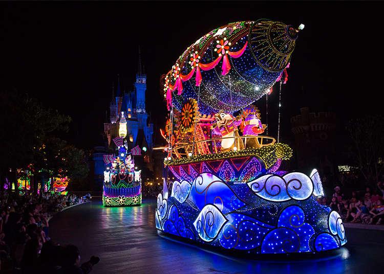 """""""Electrical Parade (อิเล็กทริเคิลพาเหรด)"""" กับแสงไฟที่ส่องประกายจนนับไม่ถ้วน"""
