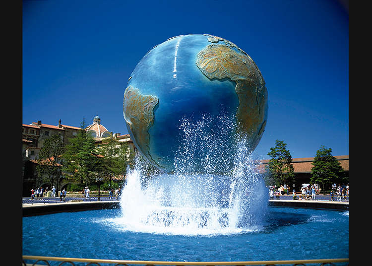 Take a commemorative photo in front of DisneySea Aquasphere