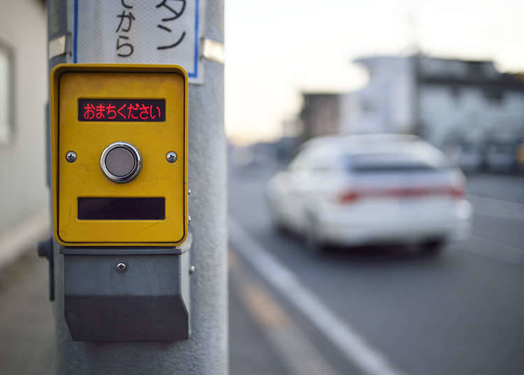 Traffic lights with push-buttons for pedestrians