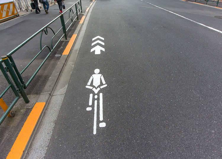 基本上要騎在車道的左側