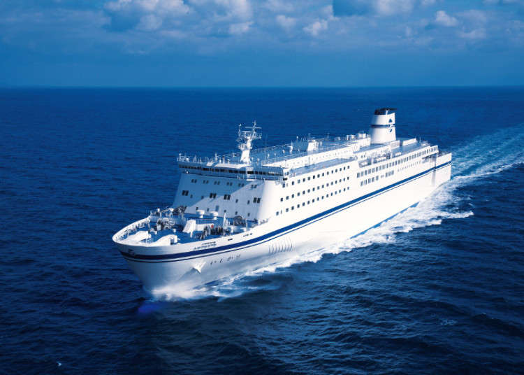 Japanese ferries, houseboats and short cruises