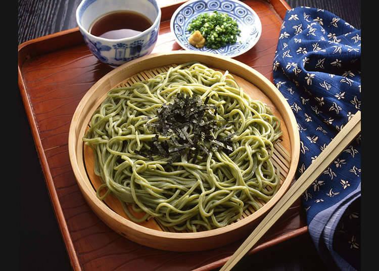 Makan soba (mi Jepun nipis yang diperbuat dari tepung) dengan menghirup adalah OK!