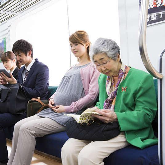 Adab-adab yang perlu diberi perhatian ketika menggunakan kereta api atau pengangkutan awam yang lain