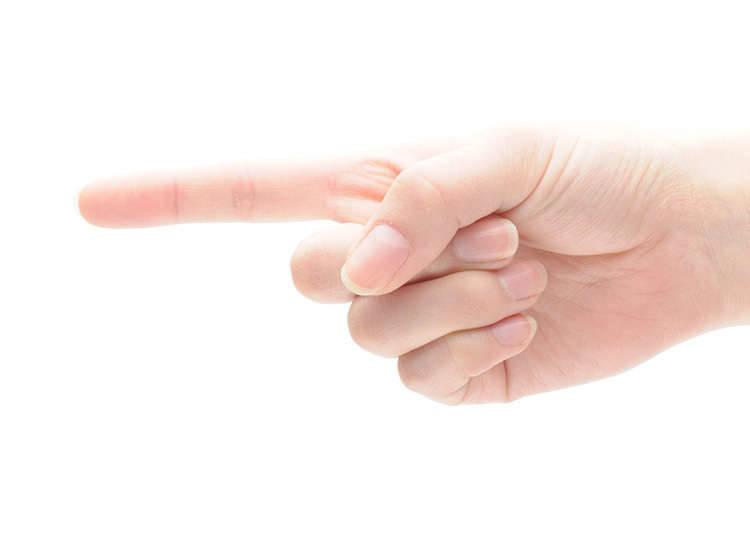 ไม่ควรชี้นิ้วใส่คนอื่นและไม่จ้องตาคนอื่นนาน ๆ