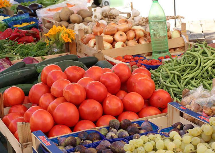 Dapatkan sayuran segar di pasar pagi