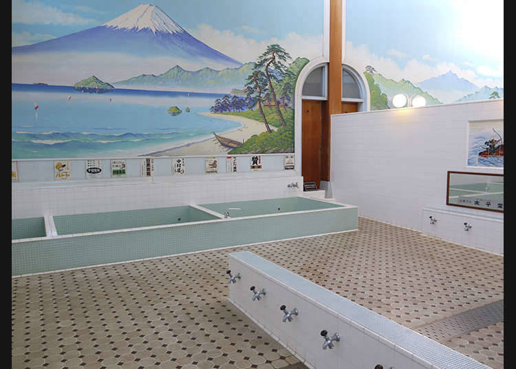 在洗浴设施悠闲地打发时光