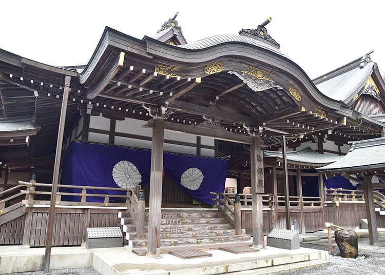 The Architecture of Shrines and Temples