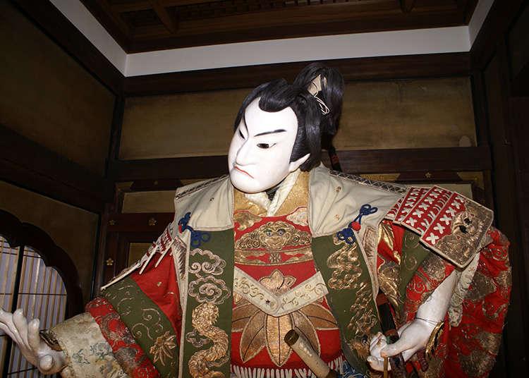 Ningyojoruri (nama lama bagi bunraku, satu bentuk teater boneka tradisional)