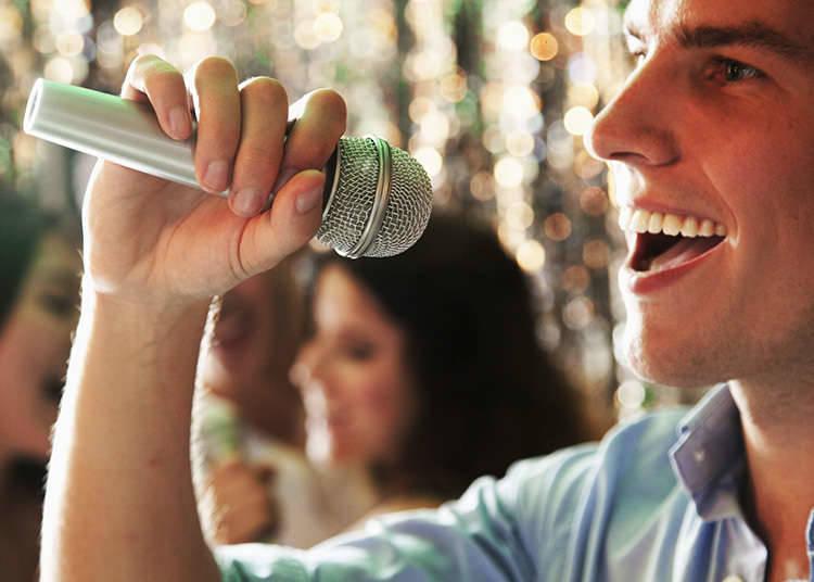 Mengunjungi Kedai Karaoke