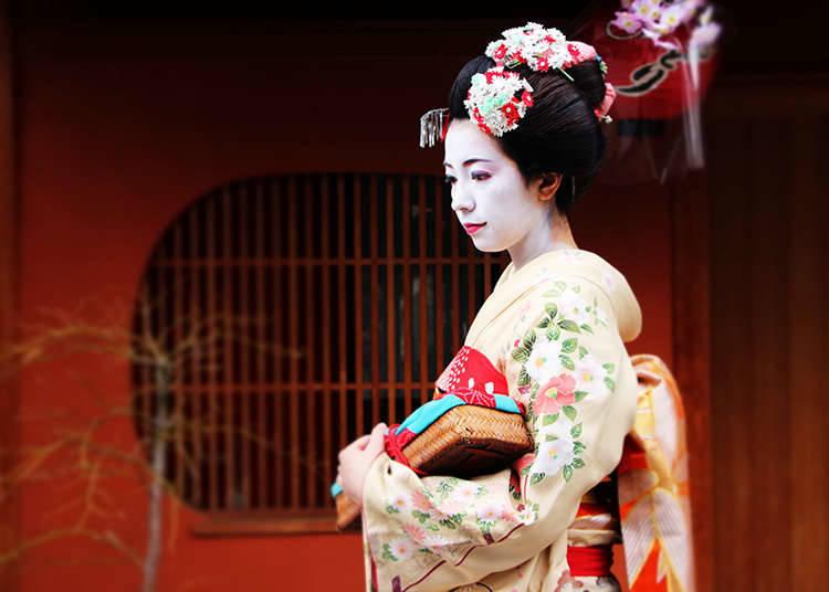 Pengalaman geisha (wanita penghibur seni tradisional Jepun) dan maiko (pelapis geisha)