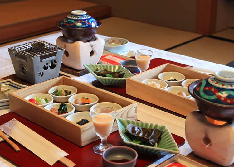 Menikmati masakan juga adalah salah satu keseronokan dalam percutian onsen