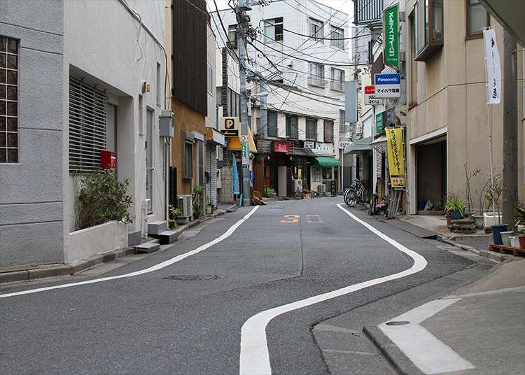 ถนนเส้นแบ่งเขตที่แสนจะคดเคี้ยว