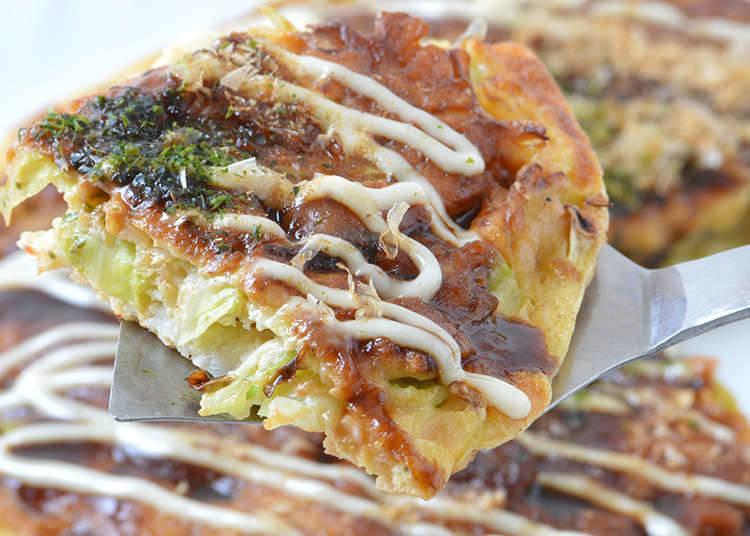 Okonomiyaki ala Kansai yang Dimasak dengan Mencampurkan Bahan-bahannya