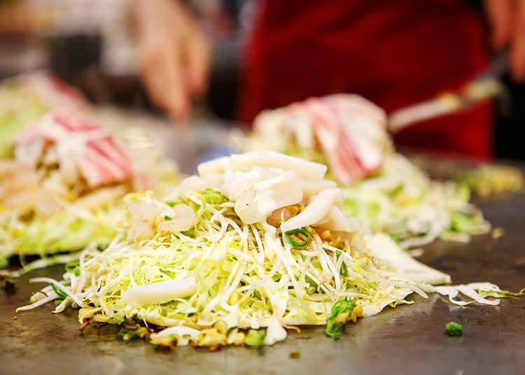 재료를 겹쳐서 굽는 '히로시마풍 오코노미야키'
