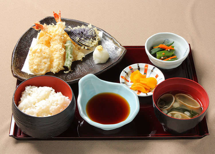 เมนูหลักที่ผสมผสานระหว่างแบบญี่ปุ่นกับตะวันตก