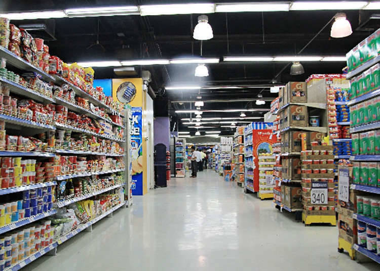 """Discount Store"" (Gedung Diskaun)"