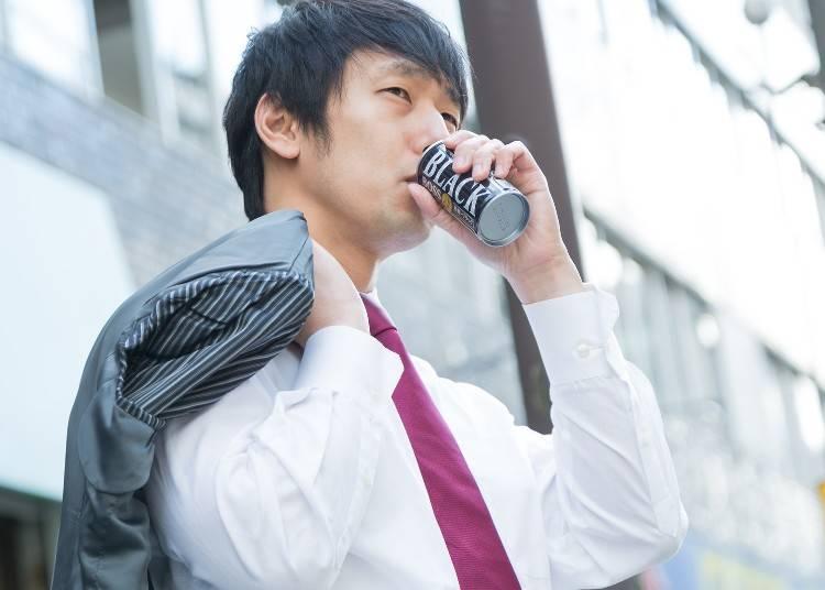 2)残業が多く忙しい日本の会社員には、すぐに購入できる自動販売機は便利!